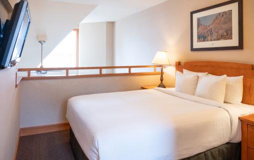 Premium Two Bedroom plus Loft Condo 3 Queens & Games Room